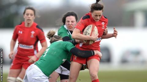 Wales' Laurie Harries is tackled by Alison Miller and Paula Fitzpatrick