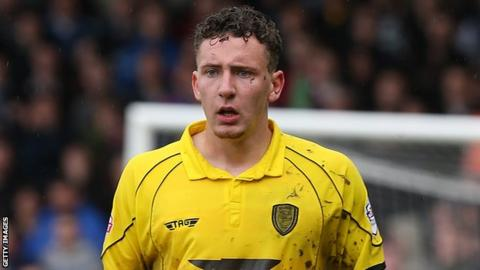 Callum McFadzean on loan to Burton Albion