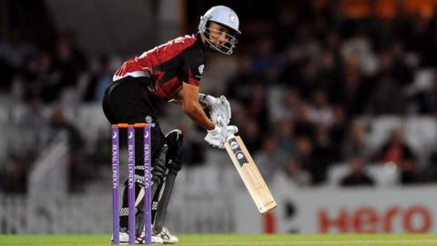 Alfonso Thomas batting for Somerset