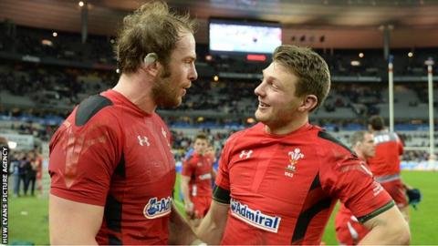 Alun Wyn Jones (L) and Dan Biggar chatting after Wales' win over Ireland in March 2015