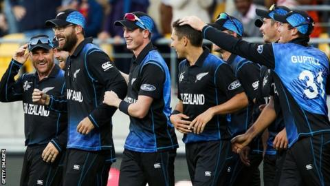 Daniel Vettori of New Zealand is congratulated by teammates after taking a catch to dismiss Marlon Samuels