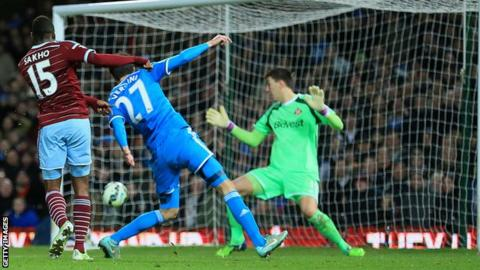 Diafra Sakho scores for West Ham
