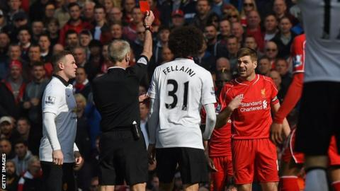 Steven Gerrard receives red card against Manchester United