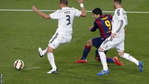 Barcelona 2-1 Real Madrid: Luis Suarez scores