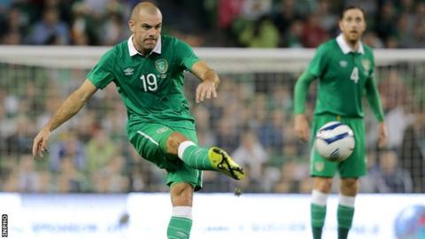 Darron Gibson is returning to Everton for further treatment