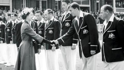 Richie Benaud and Her Majesty Queen Elizabeth II on the final day of the second Ashes Test in 1956