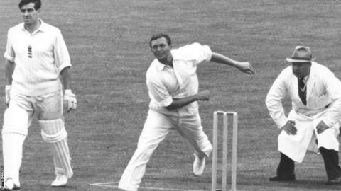 Richie Benaud bowling against England in the 1961 Ashes series