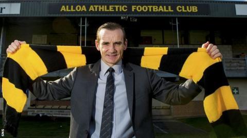Alloa manager Danny Lennon