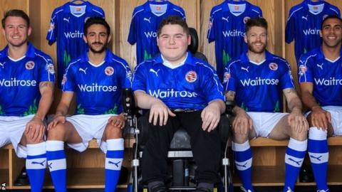 Reading's Simon Cox, Jem Karacan, Jamie Mackie and Anton Ferdinand with Ryan Duval wearing the one-off kit that he designed