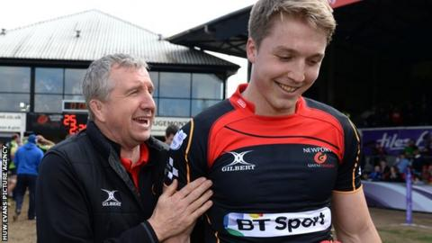 Newport Gwent Dragons director of rugby Lyn Jones (L) with centre Tyler Morgan (R)
