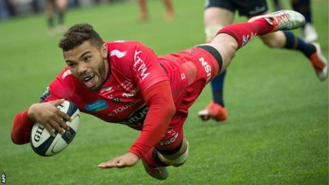 Bryan Habana dives over joyously to score for Toulon