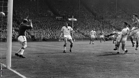 4th May 1957: Peter McParland scores Aston Villa's second goal against Manchester United at Wembley.
