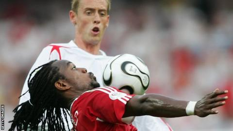 Brent Sancho and Peter Crouch during the 2006 World Cup in Germany