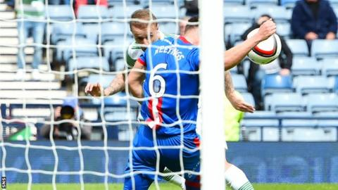 Josh Meekings blocks Leigh Griffiths' header at Hampden