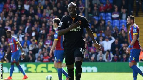 Hull City forward Dame N'Doye celebrates scoring against Crystal Palace