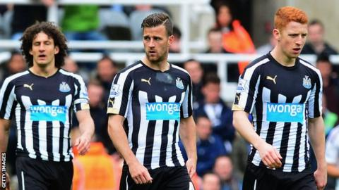 Newcastle United players look dejected