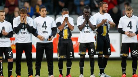 Lokeren players wearing t-shirts in memory of team-mate Gregory Mertens
