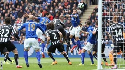 Leonardo Ulloa goal