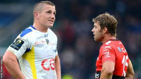 Jonathan Davies and Leigh Halfpenny chat after the final whistle
