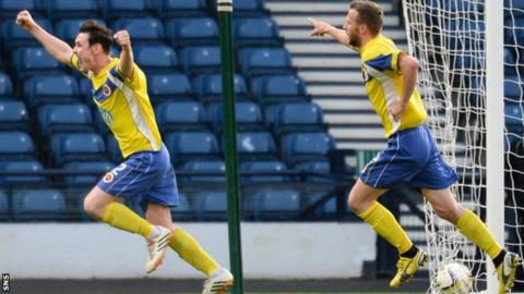 Stenhousemuir's Jamie McCormack (left) celebrates after putting his side 1-0 up