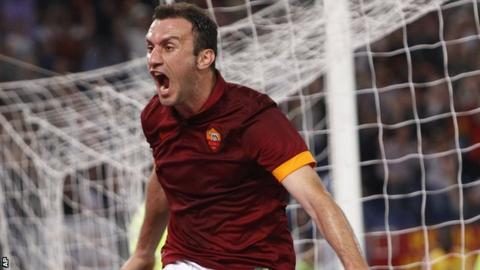 Vasilis Torosidis celebrates his goal for Roma