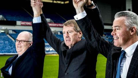 Dave King (centre) with John Gilligan (left) and Paul Murray