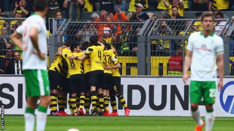 Borussia Dortmund players celebrate