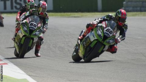 Jonathan Rea (left) and Tom Sykes