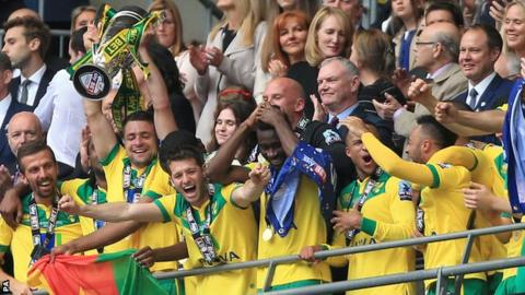 Norwich City lift trophy