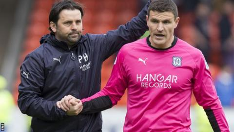 Dundee manager Paul Hartley and Kyle Letheren