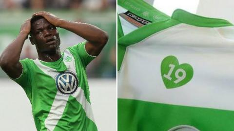 Junior Malanda and a Wolfsburg shirt