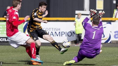 Kevin Cawley scores for Alloa