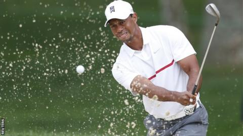 A disconsolate Tiger Woods in third round action
