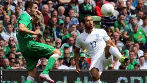 Robbie Brady challenges England's Andros Townsend
