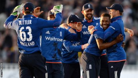England players celebrate victory over New Zealand