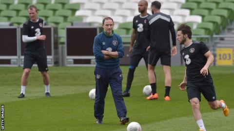 Manager Martin O'Neill and his Republic of Ireland players in training