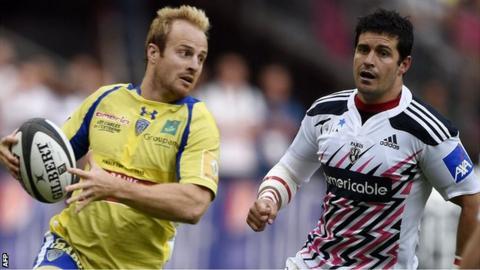 Clermont's Nick Abendanon eludes Stade Francais' Morne Steyn