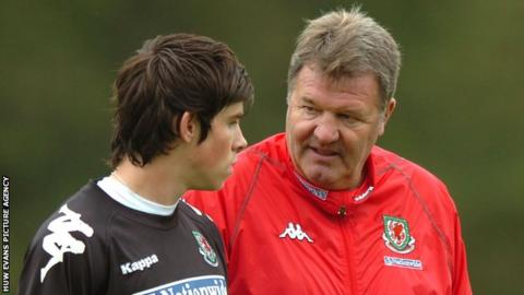 John Toshack (right) with Gareth Bale (left)