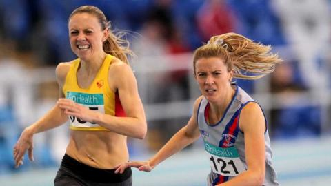Kerry O'Flaherty edges out Claire Tarplee to win the Irish Indoor 1500m title in February