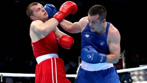 Darren O'Neill lands a strong right hand on Romania's Ionut Jitaru