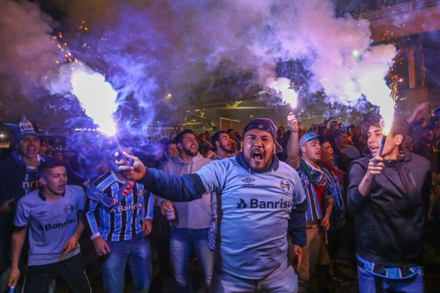 Gremio fans cheer for their team before the match between Gremio and Estudiantes