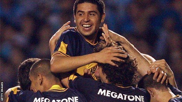 Riquelme celebrates scoring in 2007 Libertadores Cup final