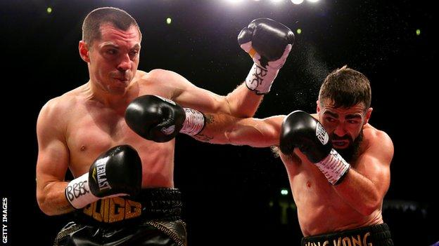 Scott Quigg fights Jono Carroll in Manchester