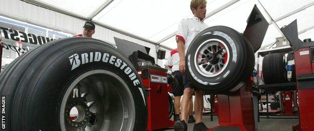 Formula 1: French GP 2004, Bridgestone engineers test tyre pressures