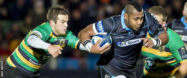 Taqele Naiyaravoro in action for Glasgow Warriors