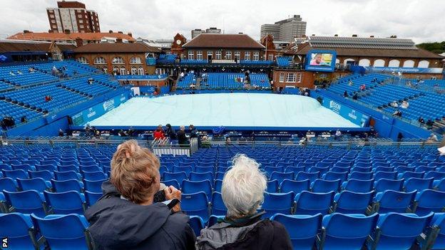 Queen's delayed by rain