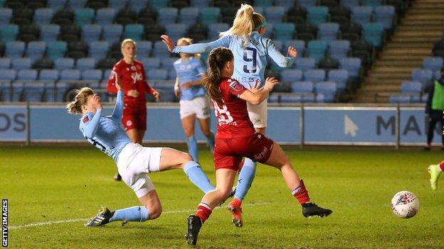 Chloe Kelly scores for City