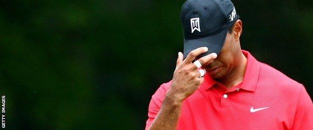 Tiger Woods bows his head