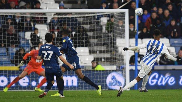 Steve Mounie scores the winner for Huddersfield
