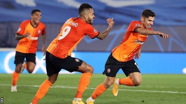 Shakhtar Donetsk celebrate a goal